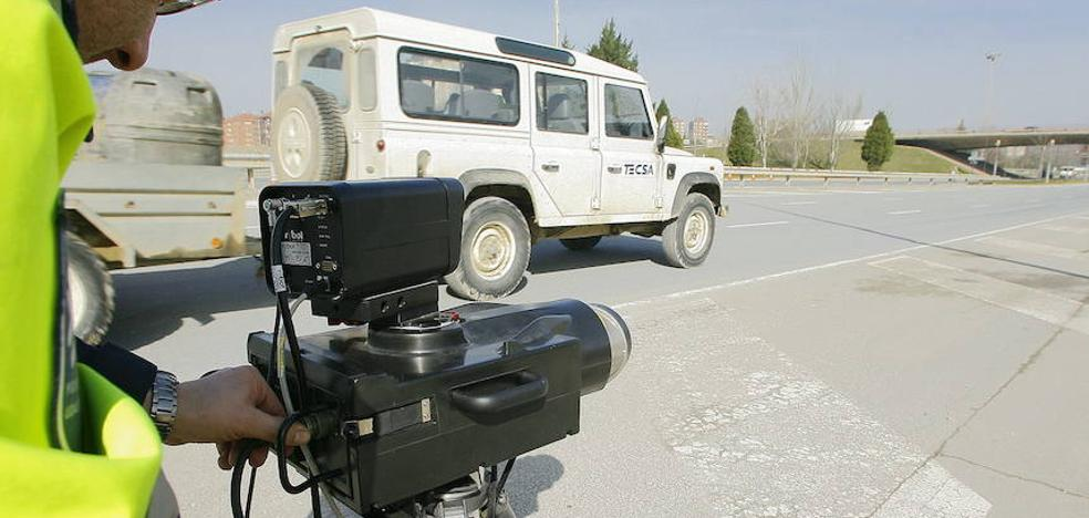 La Policía 'caza' en dos días a 64 conductores por exceso de velocidad en la avenida del Zadorra