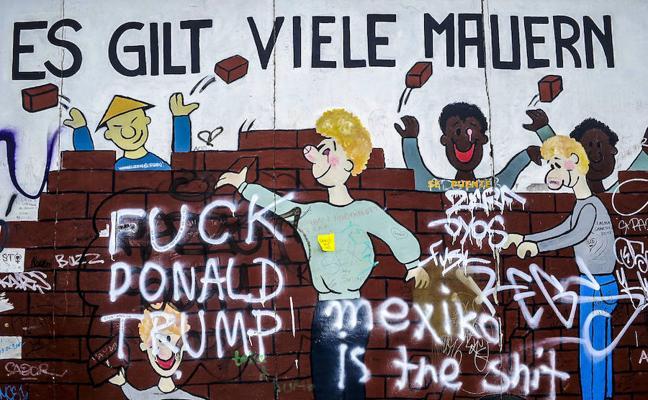 Trozos de historia en el muro de Berlín