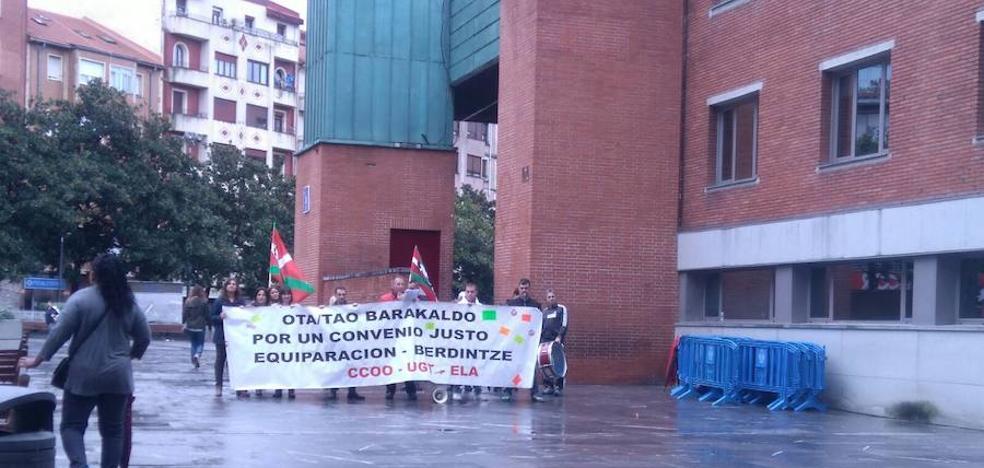 Nueva concentración de los empleados de la OTA en Barakaldo