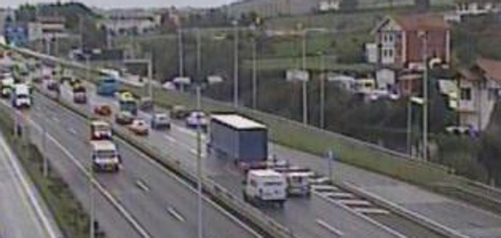 Siete vehículos accidentados en tres siniestros ocurridos en Bizkaia