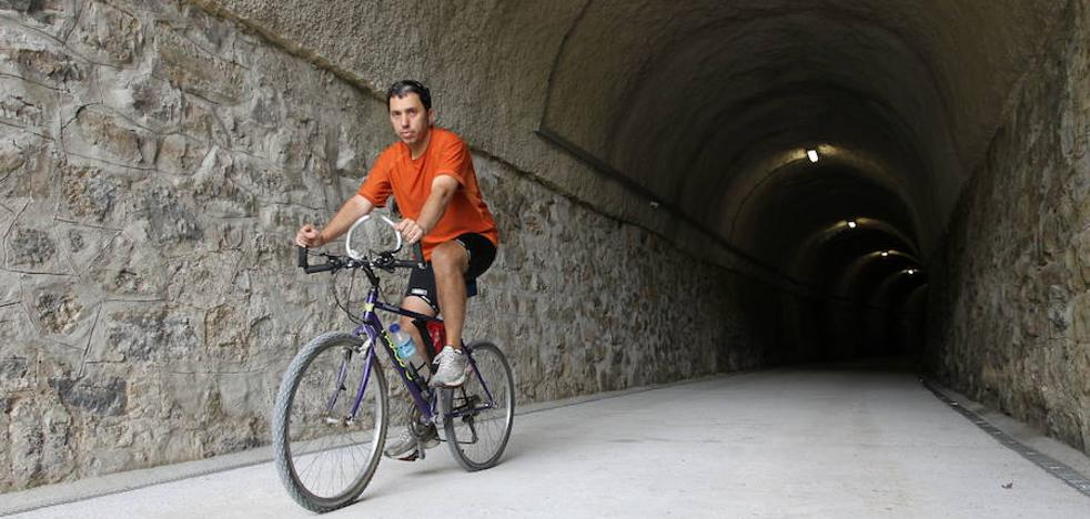 Marchas a pie y en bicicleta para celebrar el día de la Vía Verde del Vasco Navarro