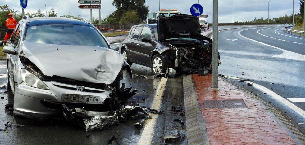 Tres heridos tras la colisión de tres vehículos en Erandio