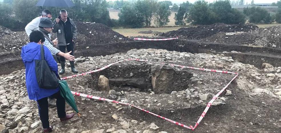 Eskalmendin egindako indusketak monumentu megalitiko baten hondakinak daudela baieztatu dute