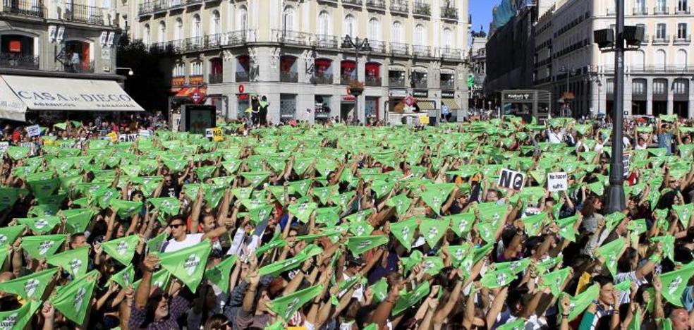 Miles de personas marchan para pedir la prohibición de los festejos taurinos