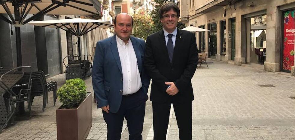 Ortuzar y Puigdemont se reúnen durante una hora en Girona