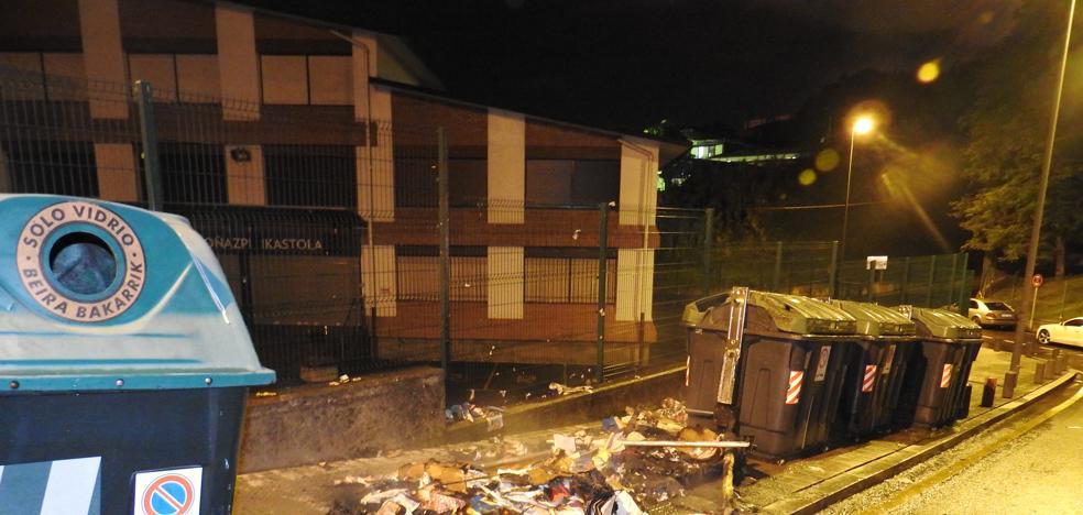 Dos contenedores incendiados en Otxarkoaga