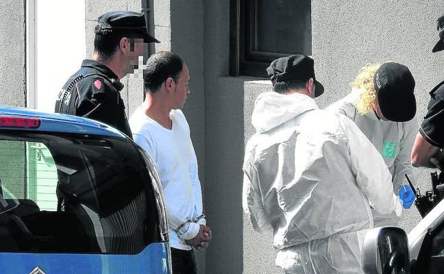 Ingresa en prisión el acusado de apuñalar a su pareja en una lonja de Uribarri