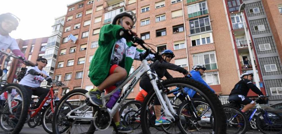 Bilbao pedalea para fomentar la Movilidad