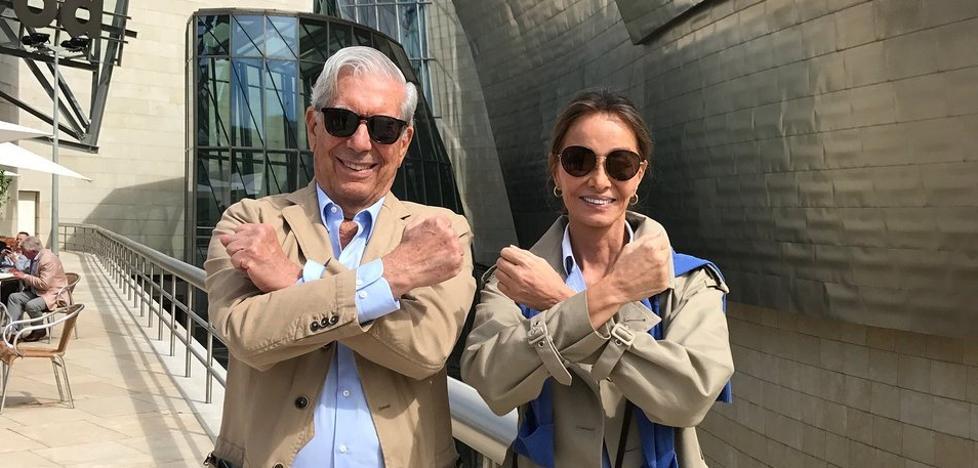Mario Vargas Llosa e Isabel Preysler visitan el Guggenheim y el Bellas Artes de Bilbao