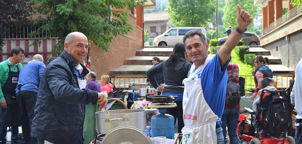 Bizkaia impone su ley en el concurso vasco de marmitako