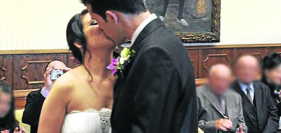 Sólo dos de las 121 bodas oficiadas en Álava en el inicio de 2017 fueron por la Iglesia