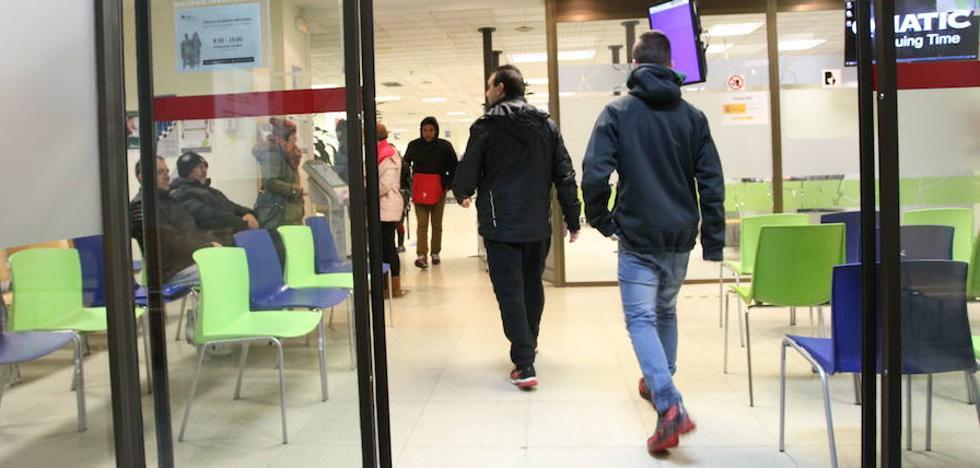 El PP acusa a Lanbide de obligar a los inmigrantes a trabajar en 'B'
