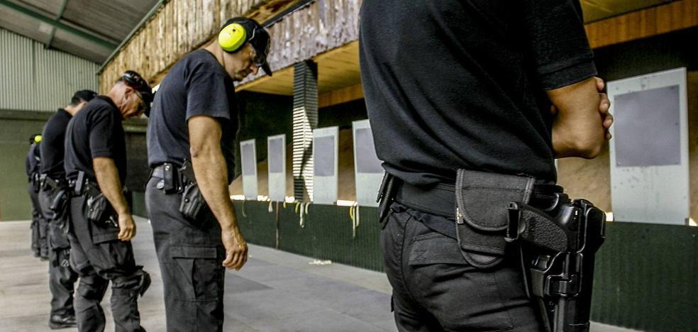 Sólo una cuarta parte de la plantilla de la Ertzaintza tiene armas particulares