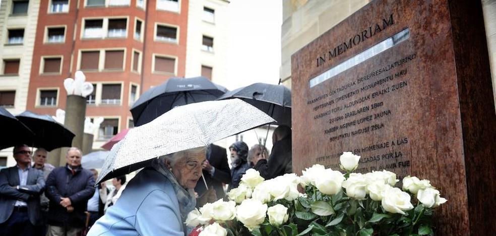 Las instituciones alavesas rinden homenaje a las víctimas del franquismo