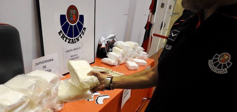 Tres detenidos con 36 kilos de speed en un taller mecánico de Arrigorriaga