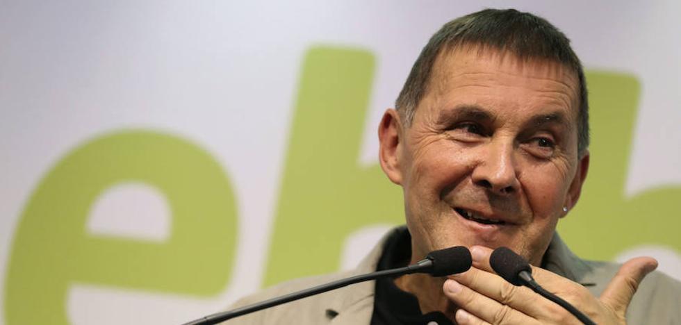 Otegi insta al Gobierno vasco a romper con Rajoy y no ser su «cómplice»