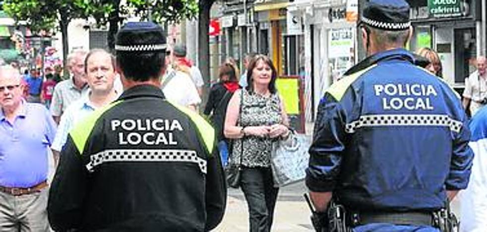 Vitoria descarta de momento otra OPE para policías locales pese a las quejas sindicales