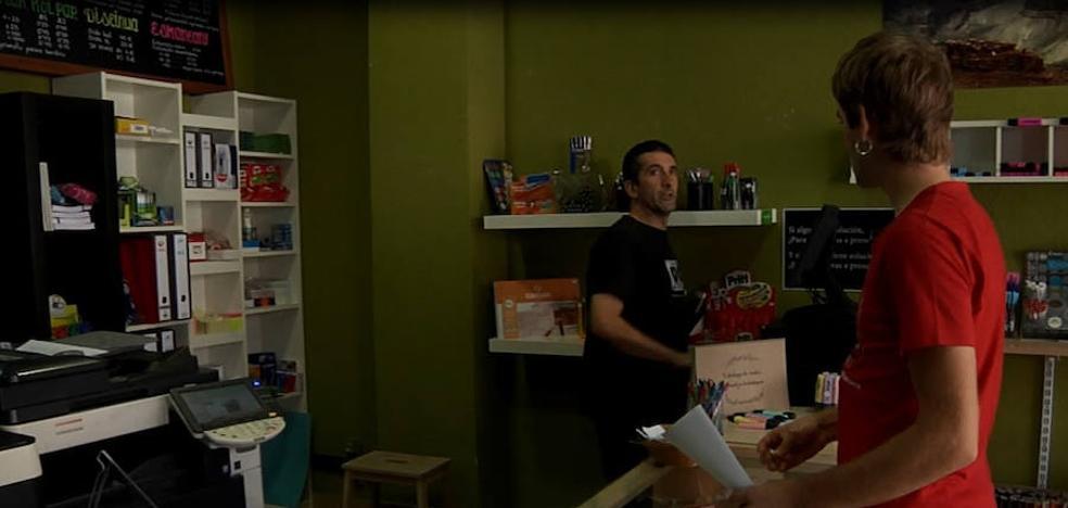 Arrigorriaga graba un vídeo para impulsar el euskera en las tiendas
