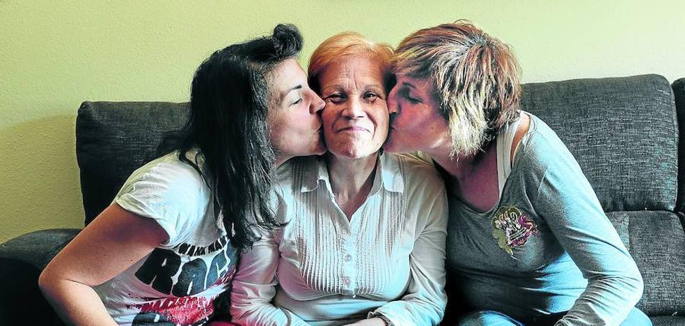 «Combatimos con amor el alzhéimer de nuestra ama»