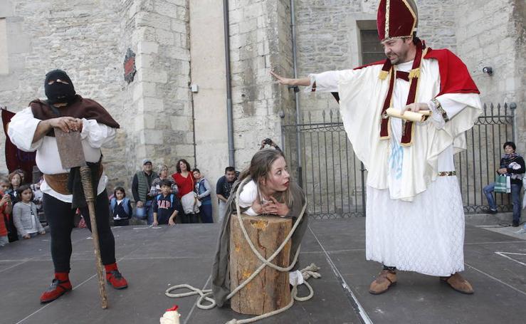 Comienza el mercado medieval de Vitoria tras el pregón inaugural