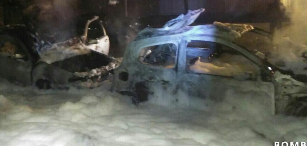 Detienen al pirómano que calcinó varios coches en Vitoria en la madrugada del jueves