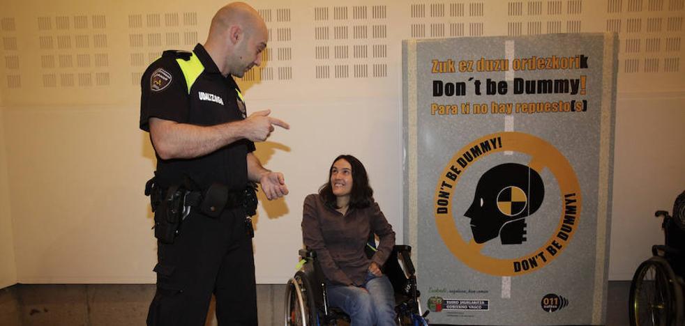 'No seas monigote, para ti no hay repuesto', lema de la nueva campaña de seguridad vial de Euskadi