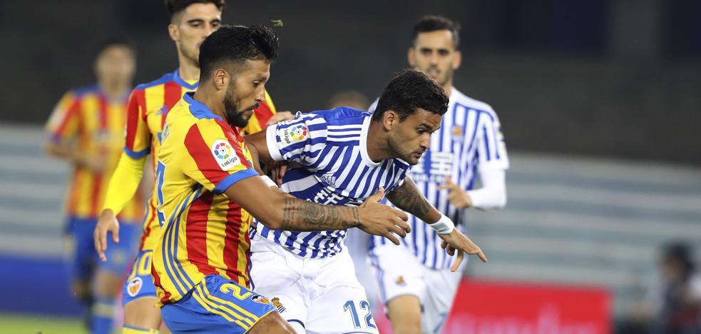 El Valencia doblega a la Real en un choque vibrante