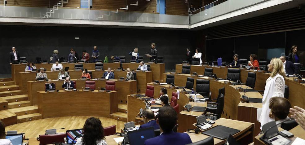 EH Bildu elude exigir a ETA que se disuelva en el Parlamento de Navarra