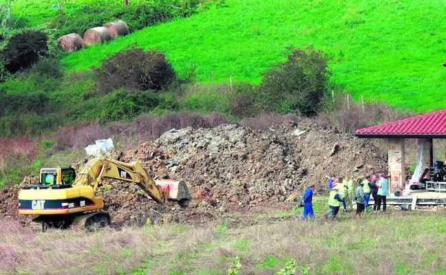 Mueren un vecino de Mungia y su suegro al quedar sepultados cuando abrían una zanja en su chalé
