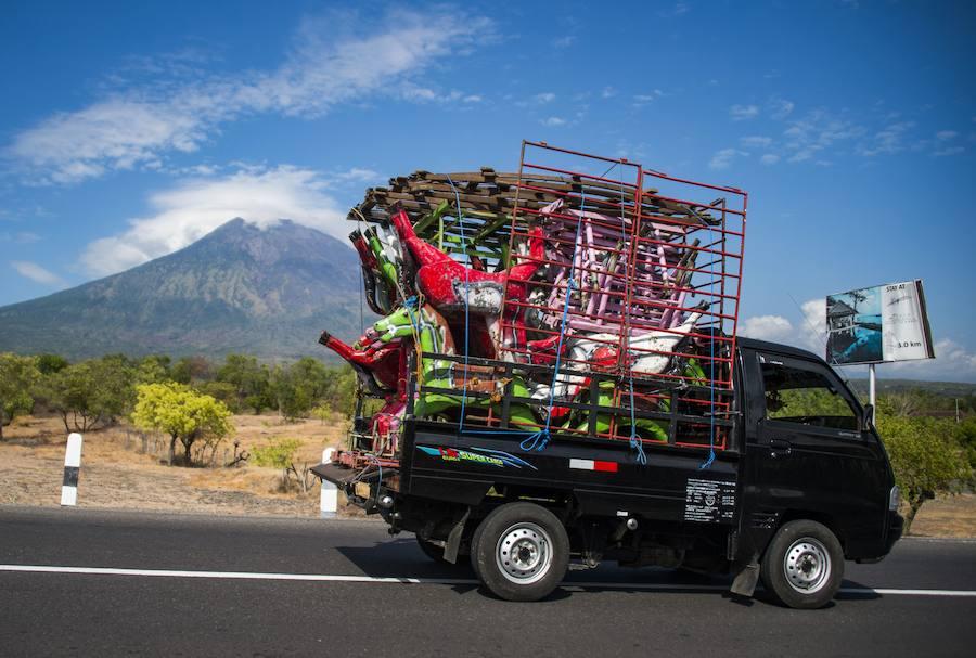 Alerta en Bali por la erupción inminente de un volcán