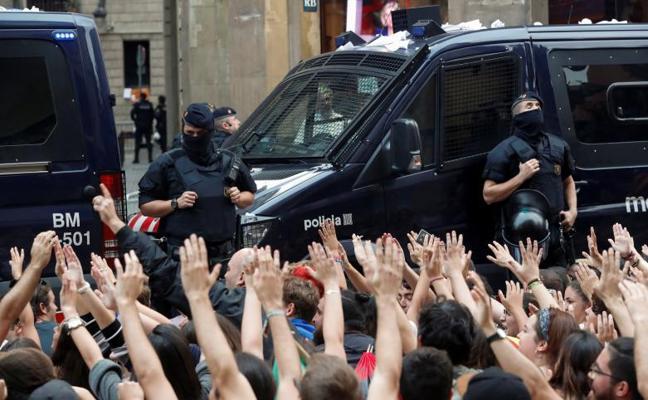 El Gobierno manda al Ejército para dar apoyo logístico a los policías desplegados en Cataluña