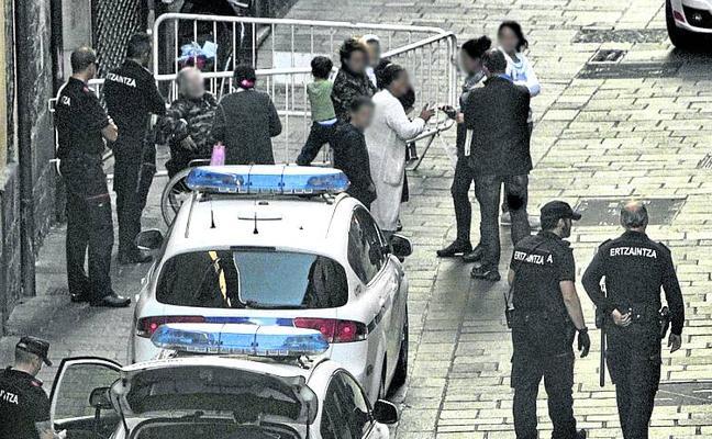 Los 'bartolos' impiden un arresto en la calle Santo Domingo