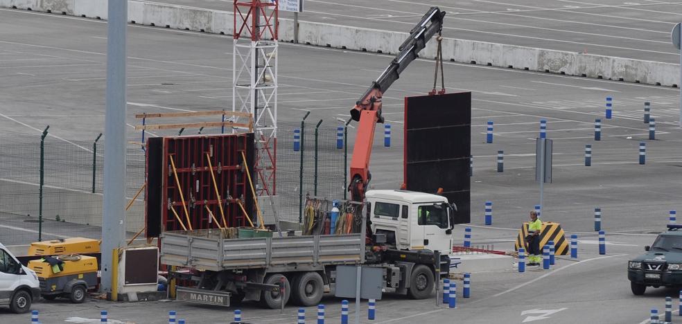 El Puerto levanta un muro de hormigón de cuatro metros de alto para frenar a los polizones