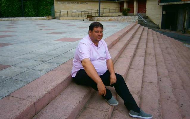 Denuncia al Ayuntamiento de Santurtzi para pedir más sueldo como concejal liberado