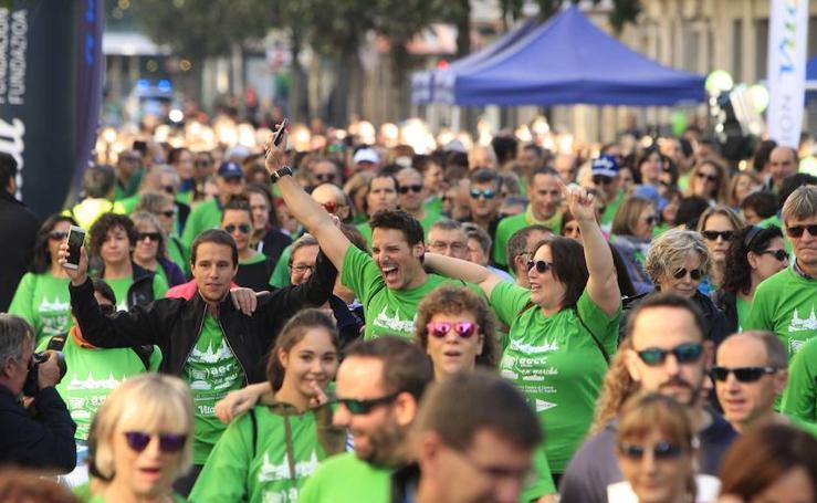 Una marea verde marcha por Vitoria contra el cáncer