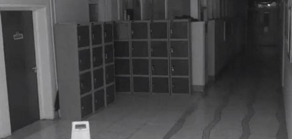 El vídeo del 'fantasma' en un colegio que aterroriza a las redes