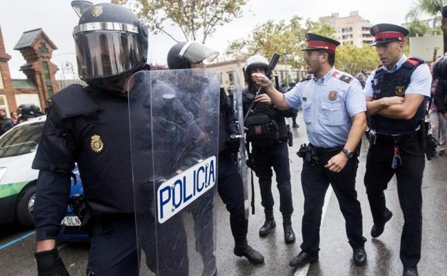 Antidisturbios de la Policía se despliegan en el TSJC ante una eventual independencia