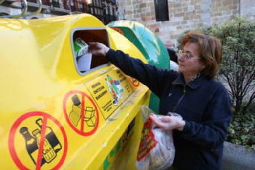 Bermeo se queja de los malos olores en los contenedores