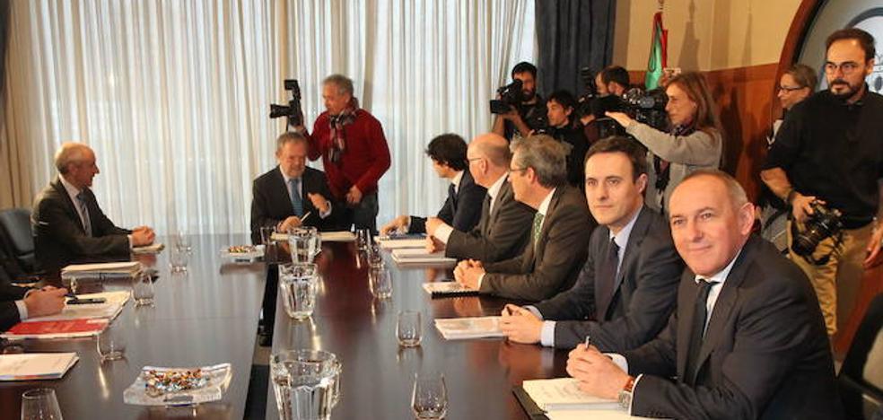 Gobierno vasco y Diputación de Gipuzkoa se llevan la contraria sobre la reforma fiscal
