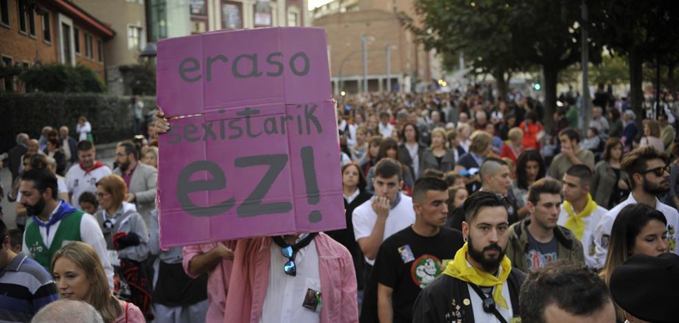 Grito unánime de repulsa en Basauri contra las agresiones sexuales a dos mujeres en fiestas
