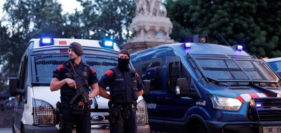 Los Mossos convierten el Parlament en una fortaleza a la espera de la declaración de Puigdemont