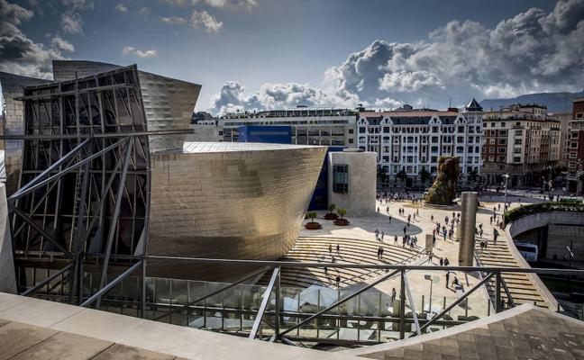 Más de 8.100 vizcaínos han visitado el Guggenheim invitados por la Diputación
