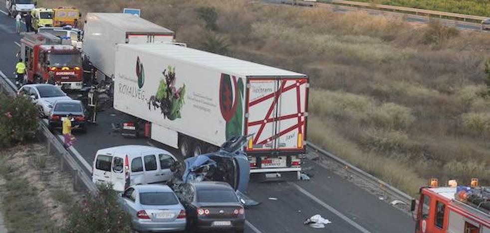 La juez deja libre al camionero que dio positivo en cocaína tras provocar el brutal choque con 5 muertos en Murcia