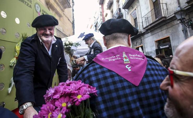 La ofrenda floral para la Virgen de Begoña, en imágenes