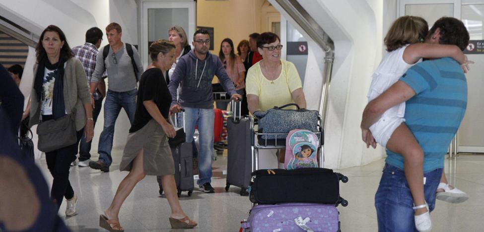 El aeropuerto de Bilbao aumenta sus pasajeros un 7,5% en los nueve primeros meses del año