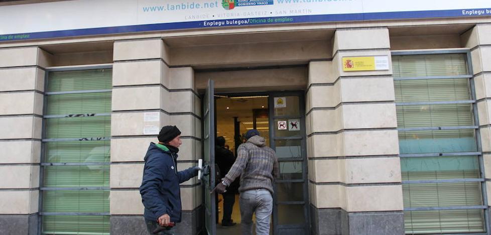 Autónomos denuncian que algunas oficinas de Lanbide les niegan la RGI