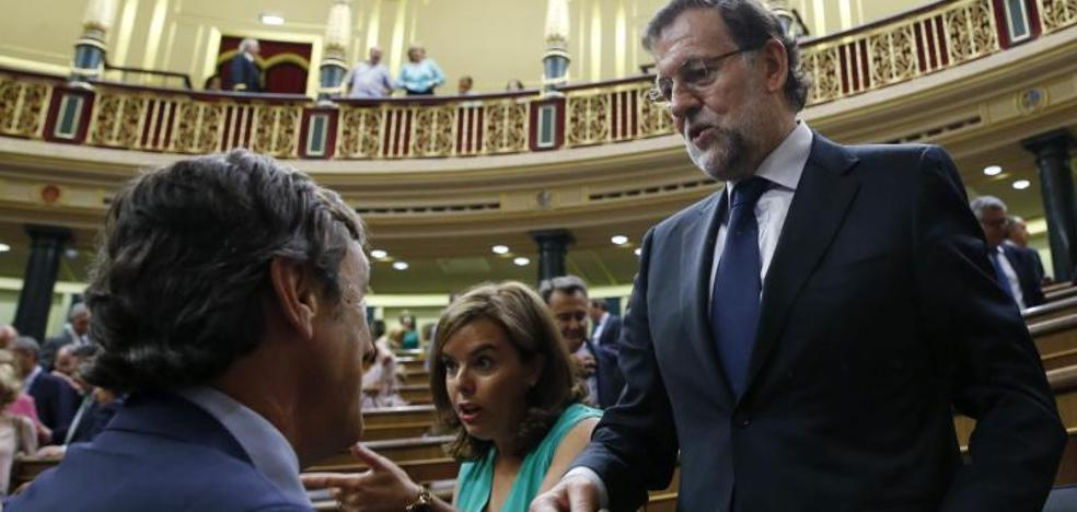 Rajoy reúne de urgencia a su Gobierno para responder a Puigdemont