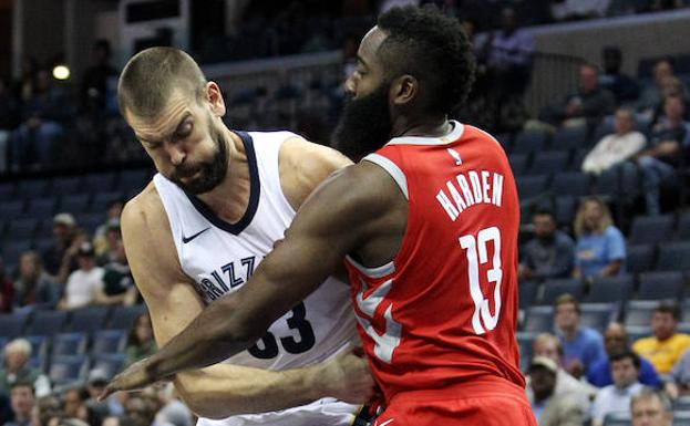 James Harden y Marc Gasol./Efe