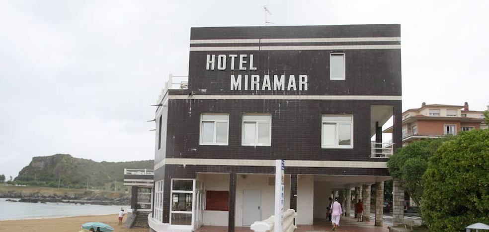 Costas inicia los trámites para demoler el histórico hotel Miramar de Castro