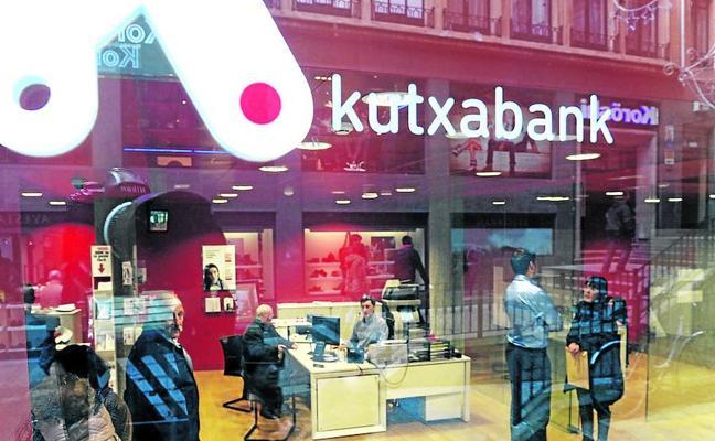 Kutxabank, condenada a eliminar la comisión que cobra por ingresos en efectivo